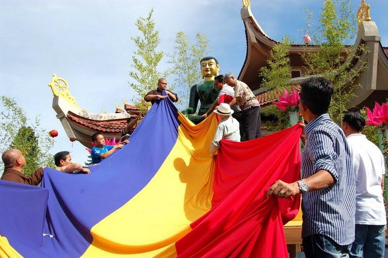 Cung tien Phat Ngoc tai TXNS, 2011_ (3)