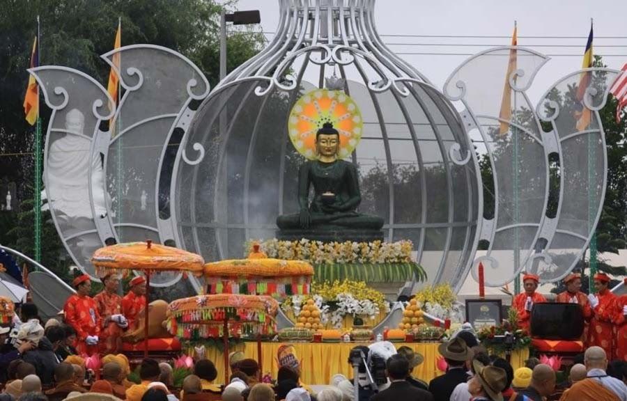 Phat Ngoc at Bat Nha Temple 2010 (6)