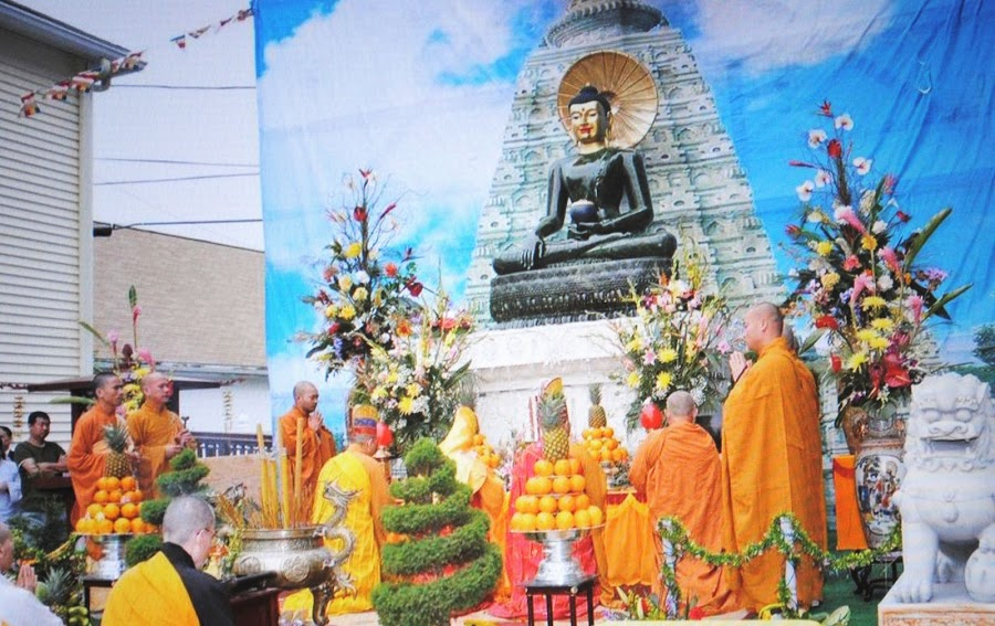 Phat Ngoc at Linh Son Temple 2010 (3)