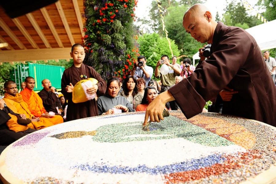 Phat Ngoc tai chua Phat Dao Duc Quoc 2011 (3)