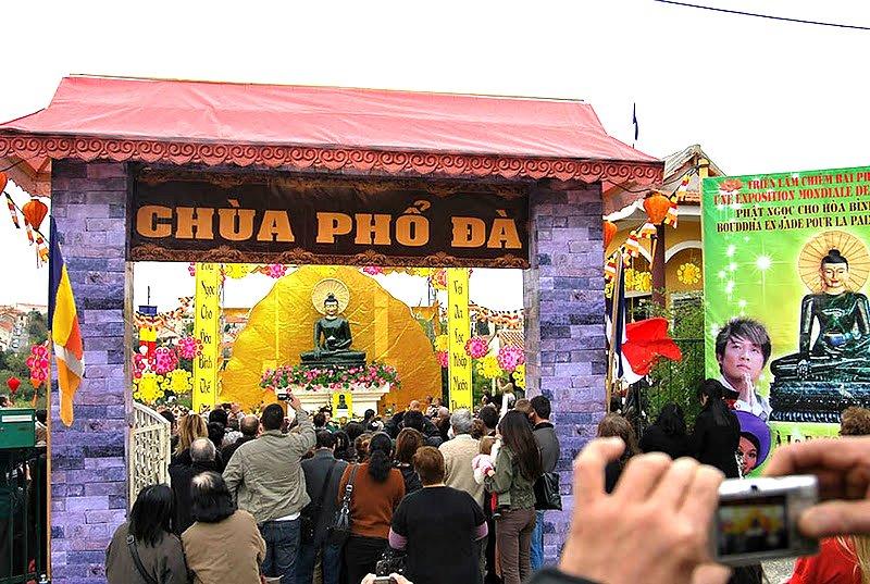 Phat Ngoc trien lam tai Au Chau 2011 (1)