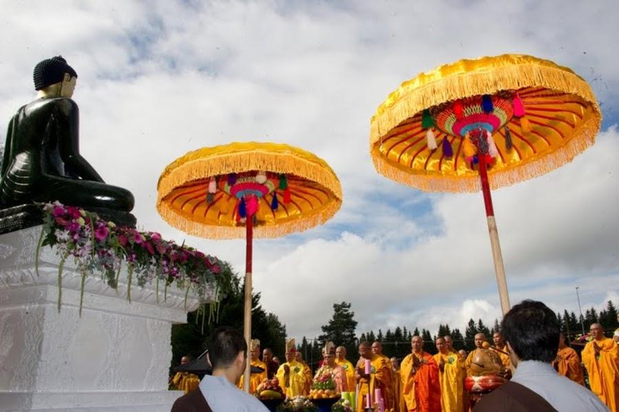 Phat Ngoc trien lam tai chua Khuong Viet Na Uy (24)