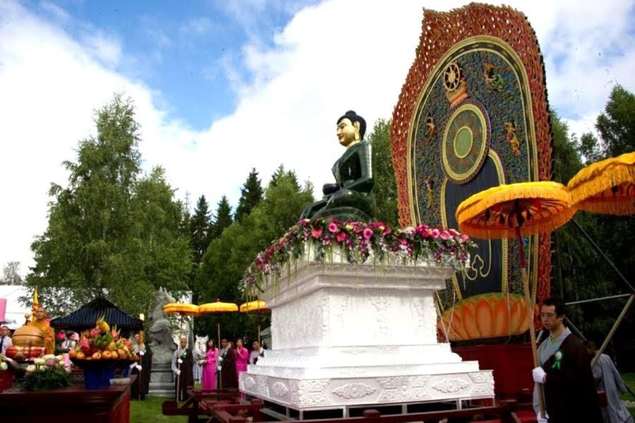 Phat Ngoc trien lam tai chua Khuong Viet Na Uy (25)