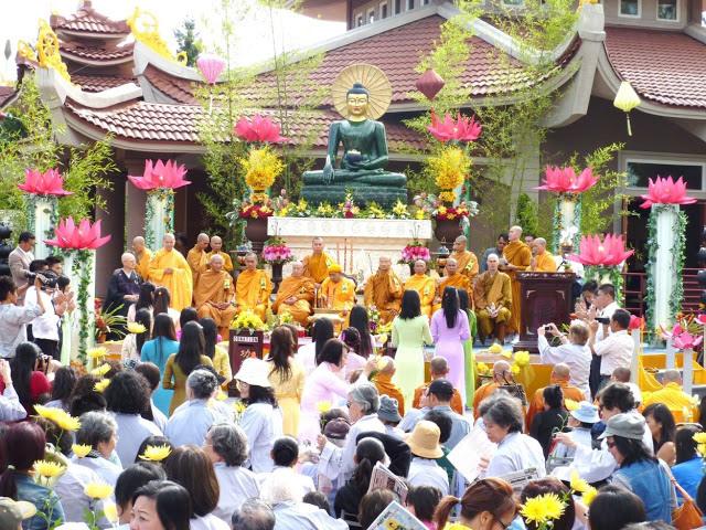 trien-lam-phat-ngoc-2010-11 (1)