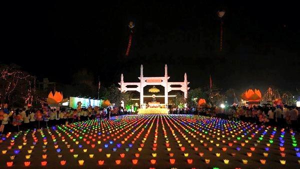 a-beautiful-candlelight-in-jade-buddhas-the-closing-night-at-hai-phong-2016