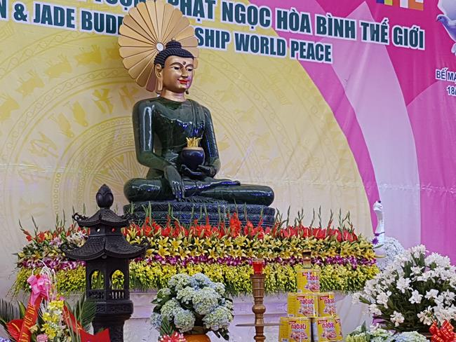 phat-ngoc-in-vn-2016-tich-son-temple
