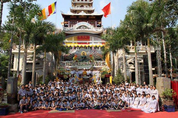 Trien Lam Phat Ngoc in VN 2016 (1)